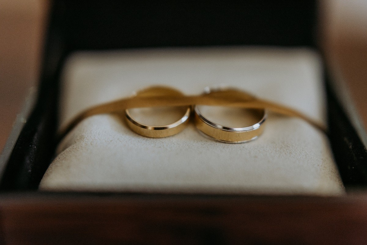wedding-rings-KRXQLF9